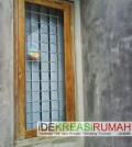 mempercantilk-jendela-rumah-dengan-teralis-garis-horisontal-krom-idekreasirumahcom-2