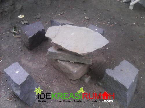 Tampak Atas Kursi Meja Taman dari Sisa Batu Kali