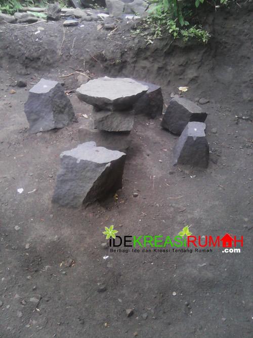 Ide Kreasi Batu Kali untuk Kursi dan Meja Taman