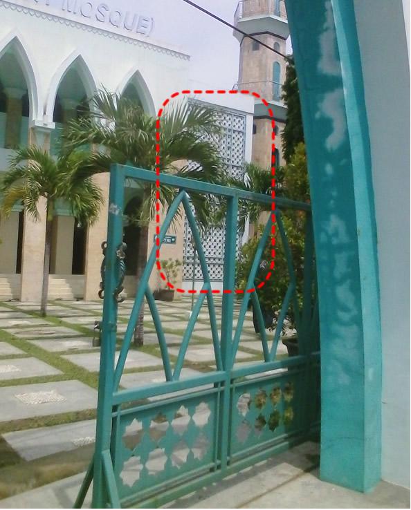 Roster Pada Dinding Depan Masjid